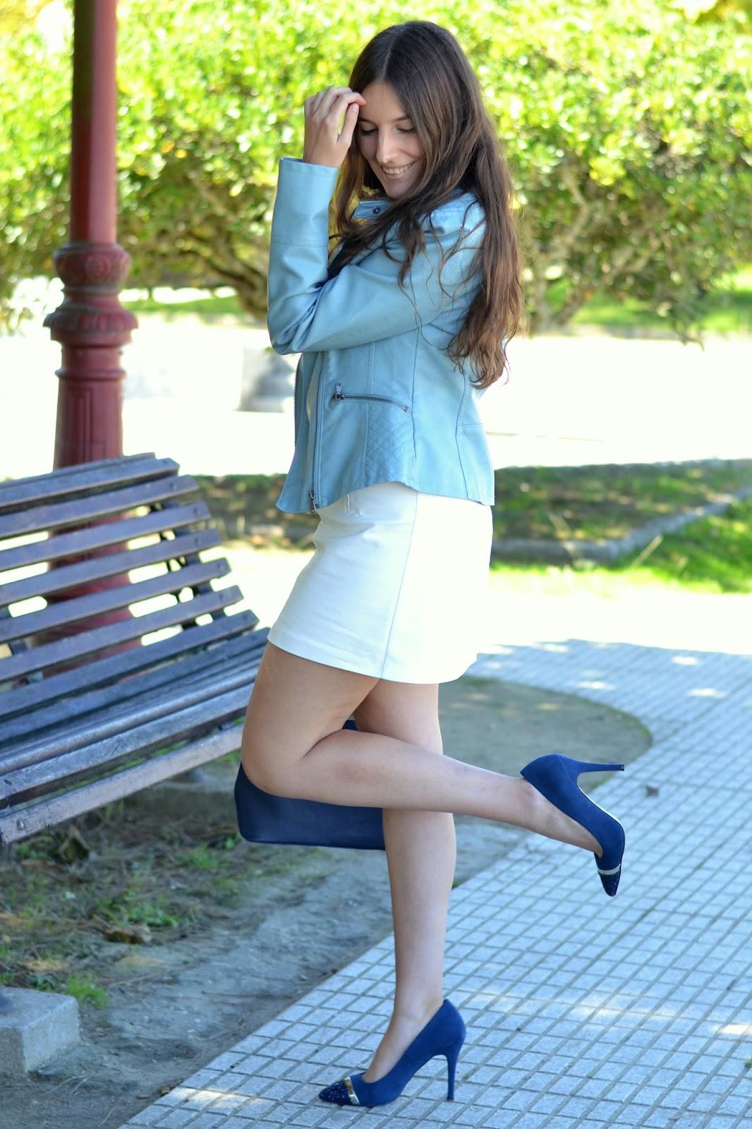 zapatos azules de menbur con purpurina en la punta.
