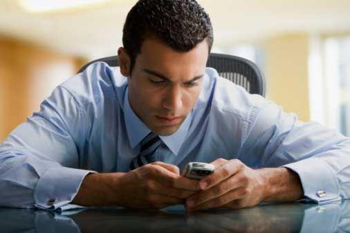 mengapa pria tidak suka SMS-an