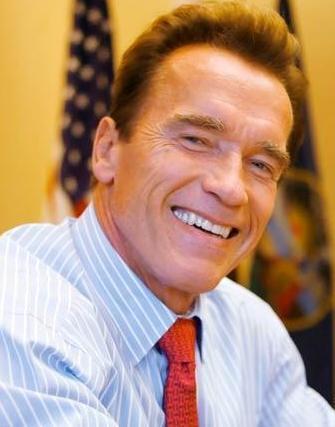 Arnold Schwarzenegger regalándonos una sonrisa