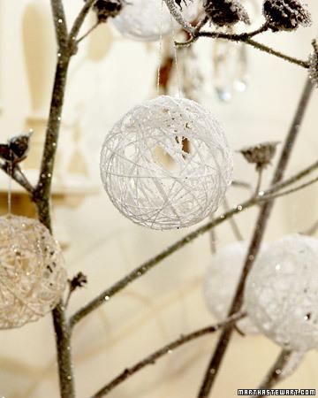 Palline di Natale riciclando il filo con creatività