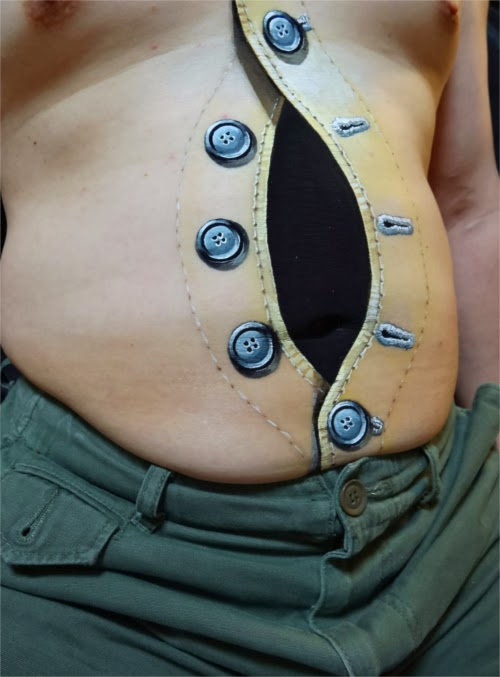 06-Buttons-on-Chest-2-Japanese-Artist-Zhao-Ye-趙-燁-Body Painting-Freaky-www-designstack-co