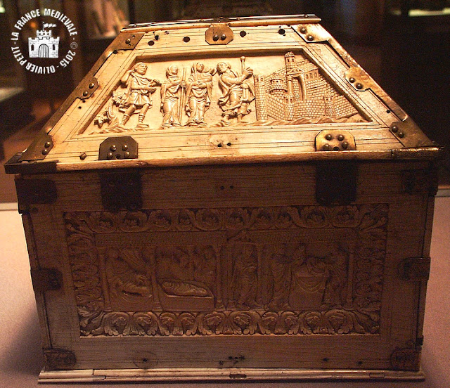 PARIS (75) - Musée du Louvre : Coffret en ivoire du IXe siècle