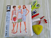 http://so-sew-easy.com/vintage-sewing-pattern-printable-fabric-purse/