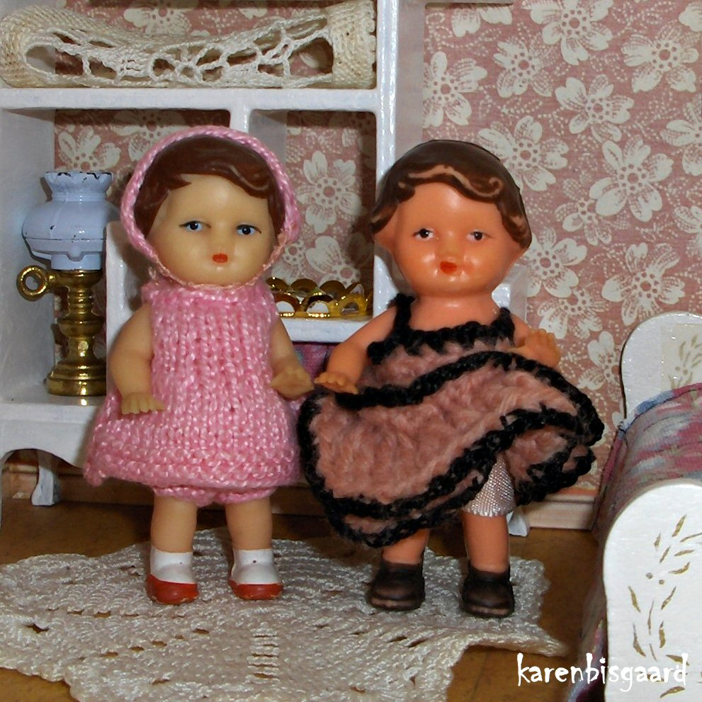 Dolls Houses Dolls Google+ Album.