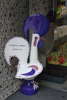 Galo de Barcelos na Farmácia Lamela