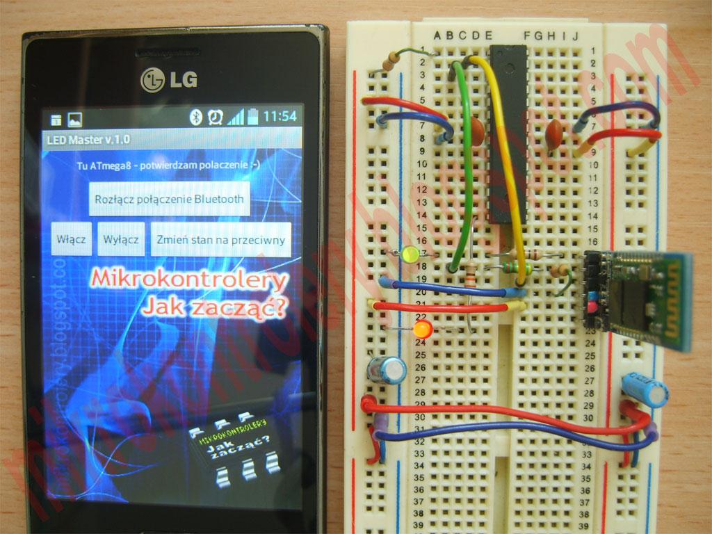 LED MASTER v.1.0 - Układ testowy na płytce stykowej wraz ze smartfonem.