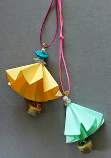 http://translate.googleusercontent.com/translate_c?depth=1&hl=es&rurl=translate.google.es&sl=en&tl=es&u=http://www.instructables.com/id/DIY-Origami-Bells/&usg=ALkJrhgqIUXEcrjLjPAwGek_dvRWhqGekg