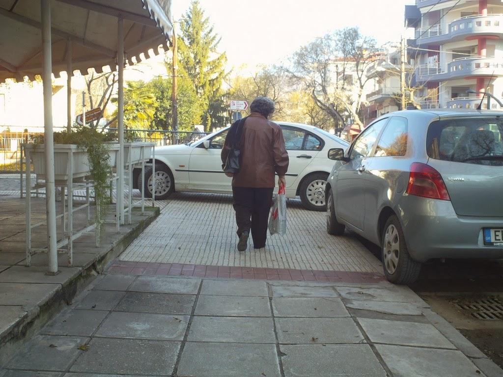 Πεζοδρομήσεις και αναπλάσεις μετέτρεψαν τα πεζοδρόμια σε parking