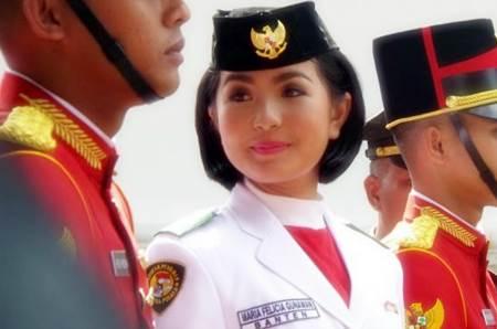 Foto dan Biodata Maria Felicia Gunawan Pasikbraka Pembawa Baki Bendera Pusaka HUT RI ke-70 di Istana Merdeka