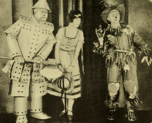 "Oliver Hardy, Dorothy Dwan, Larry Semon in ""The Wizard of Oz"""