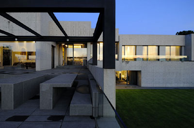 Jardín Casa familiar moderna de formas simples