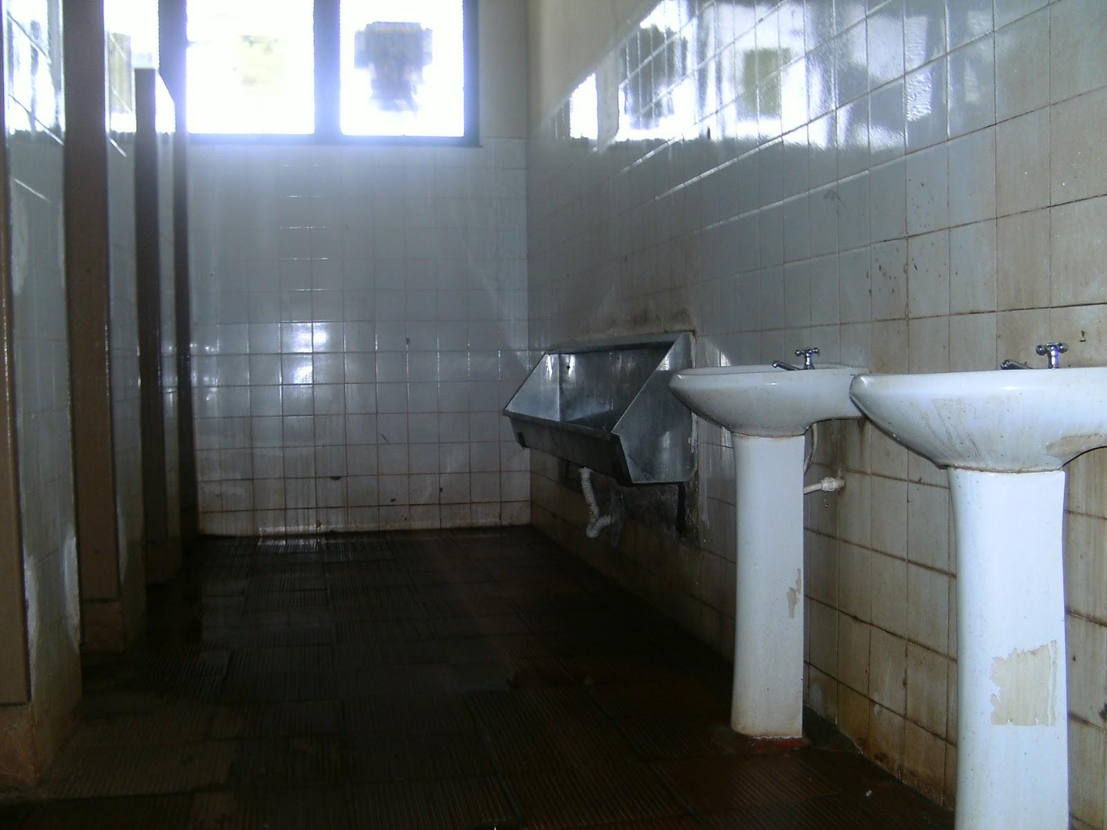Banheiro público da rodoviária de Cravinhos está em péssimo estado  #376494 1600 1200