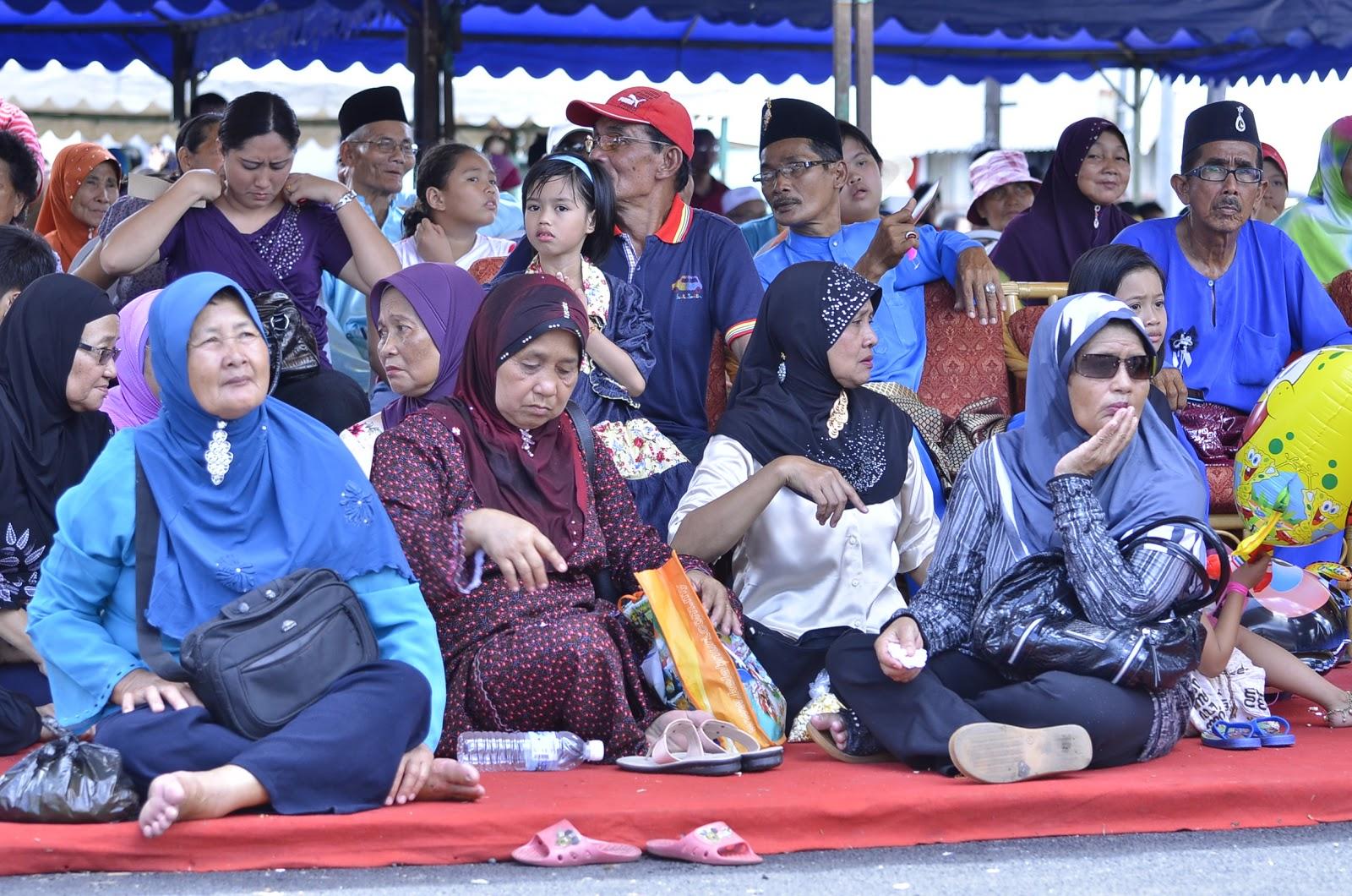 sri aman muslim Kuching: a total of 1,027 muslim pilgrims were selected for the haj to the holy land this year these pilgrims came from kuching (661), miri (72), sibu (56), limbang / lawas (22), sri aman (50), sarikei (67), bintulu (64) and mukah (35.