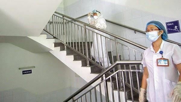 Bệnh nhân hiện nằm điều trị tại khu cách ly tầng 4 khoa y học nhiệt đới Bệnh viện Đà Nẵng - Ảnh: Trường Trung