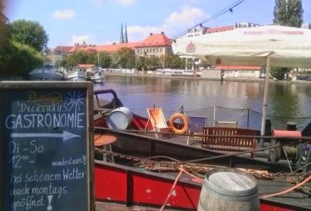 Blick Mühlendammschleuse vom Historischen Hafen Berlin vom Deck des Café Deckshaus