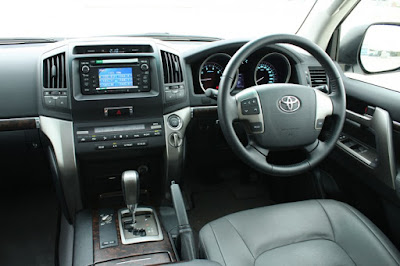 Foto Gambar Interior Toyota Land Cruiser VX 200 Indonesia
