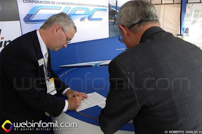 Ceremonia de firma celebrada durante el show aéreo F-AIR Colombia (Feria Aeronáutica Internacional Rionegro) 2015, presidida por el señor General del Aire (RA) Flavio Enrique Ulloa Echeverry, Gerente CIAC S.A.