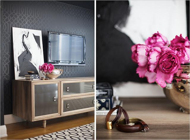 lori tauraso, frederick md, urablankslate, blogger, nyc, downton frederick, dc, dmv,  baltimore, shopping, fall 2015, pink flowers, wallpaper, renovation
