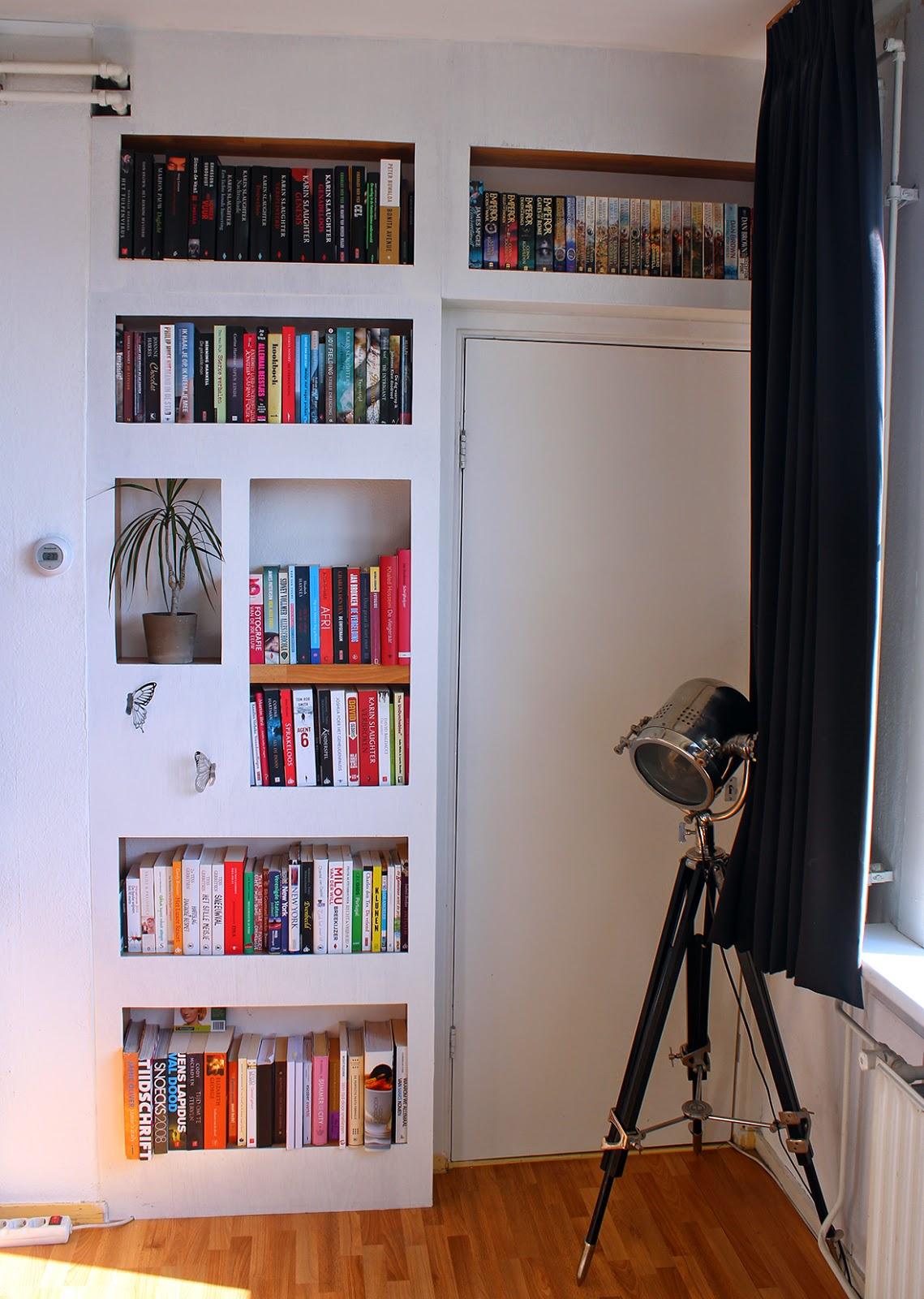 Thrillerlezersblog: De boekenkast van.....Linda Samplonius