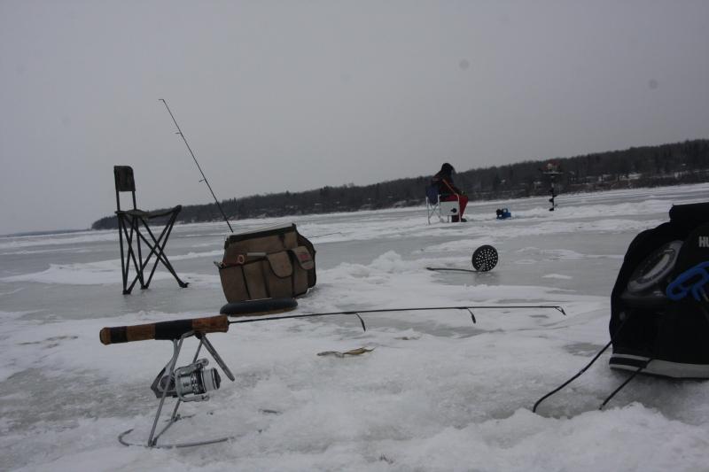 The complete angler lake winnipeg wins round one for Lake winnipeg ice fishing