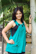 Actress Anjali New Photos, Anjali hot photoshoot stills-thumbnail-15