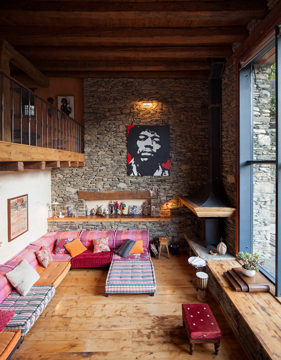 High ceiling rustic interiors. Photo by Hikarifoto via NY Times.
