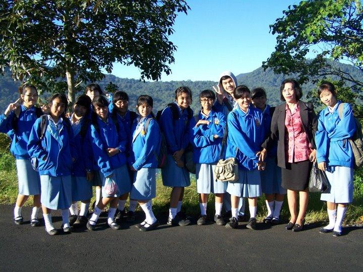 Inilah kami, ketika baru saja tiba di Desa Wanagiri.