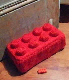 http://translate.google.es/translate?hl=es&sl=ja&tl=es&u=http%3A%2F%2Fwww.instructables.com%2Fid%2FHow-to-knit-a-giant-lego-brick-doorstop%2F