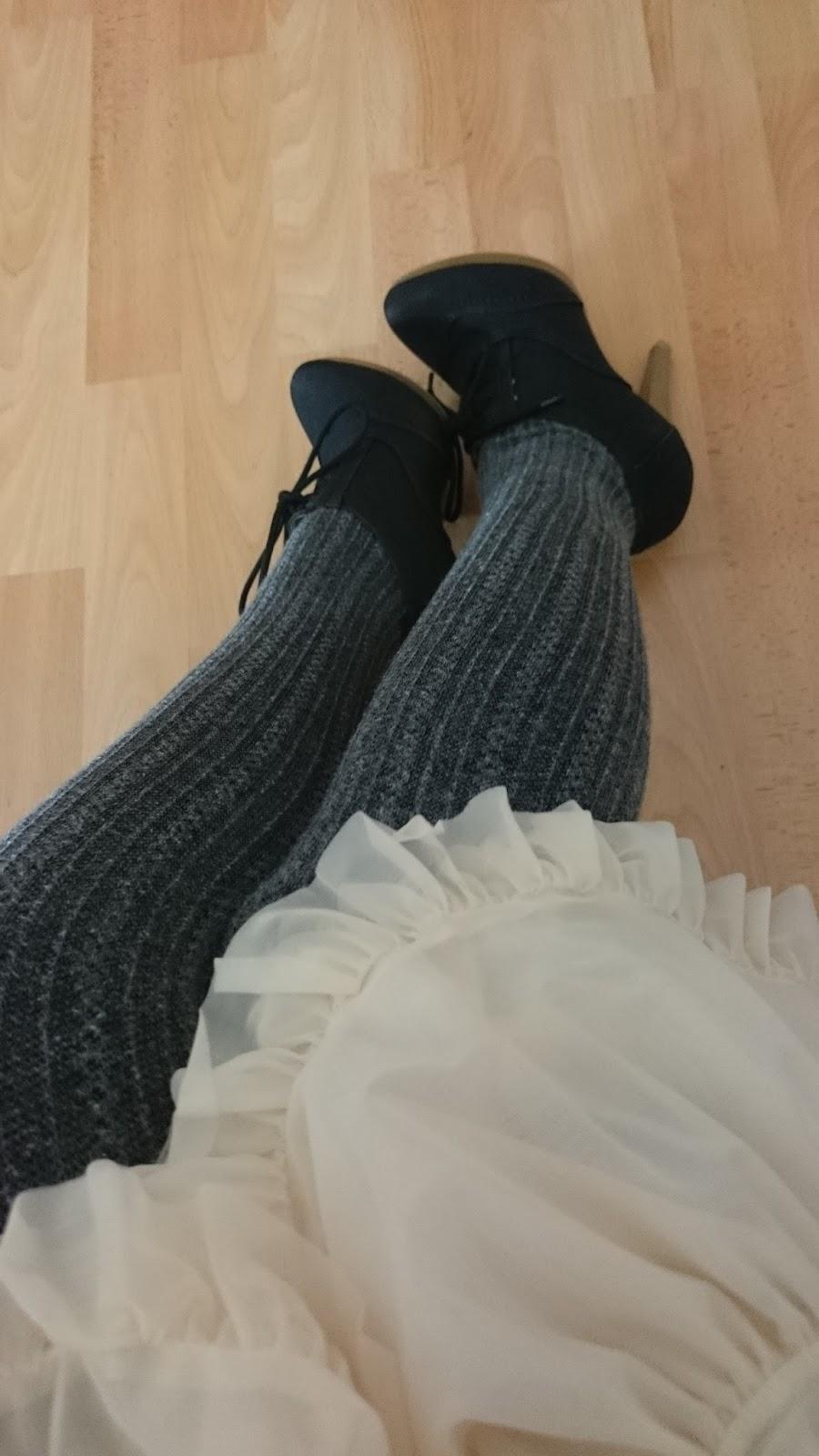 Petticoat, Strumpfhose und Hochfront Pumps