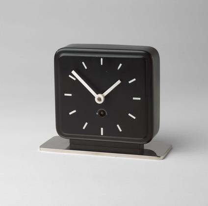 Дизайн часов настольных