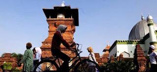 Islam Nusantara: Islamisasi Nusantara atau Menusantarakan Islam?