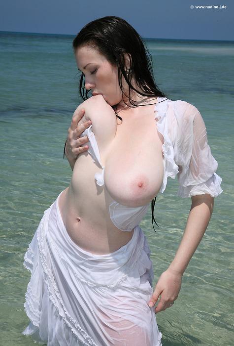 erotika-bolshih-titek-foto