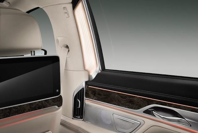 フルモデルチェンジ BMW 7シリーズ 内装 後部座席 照明
