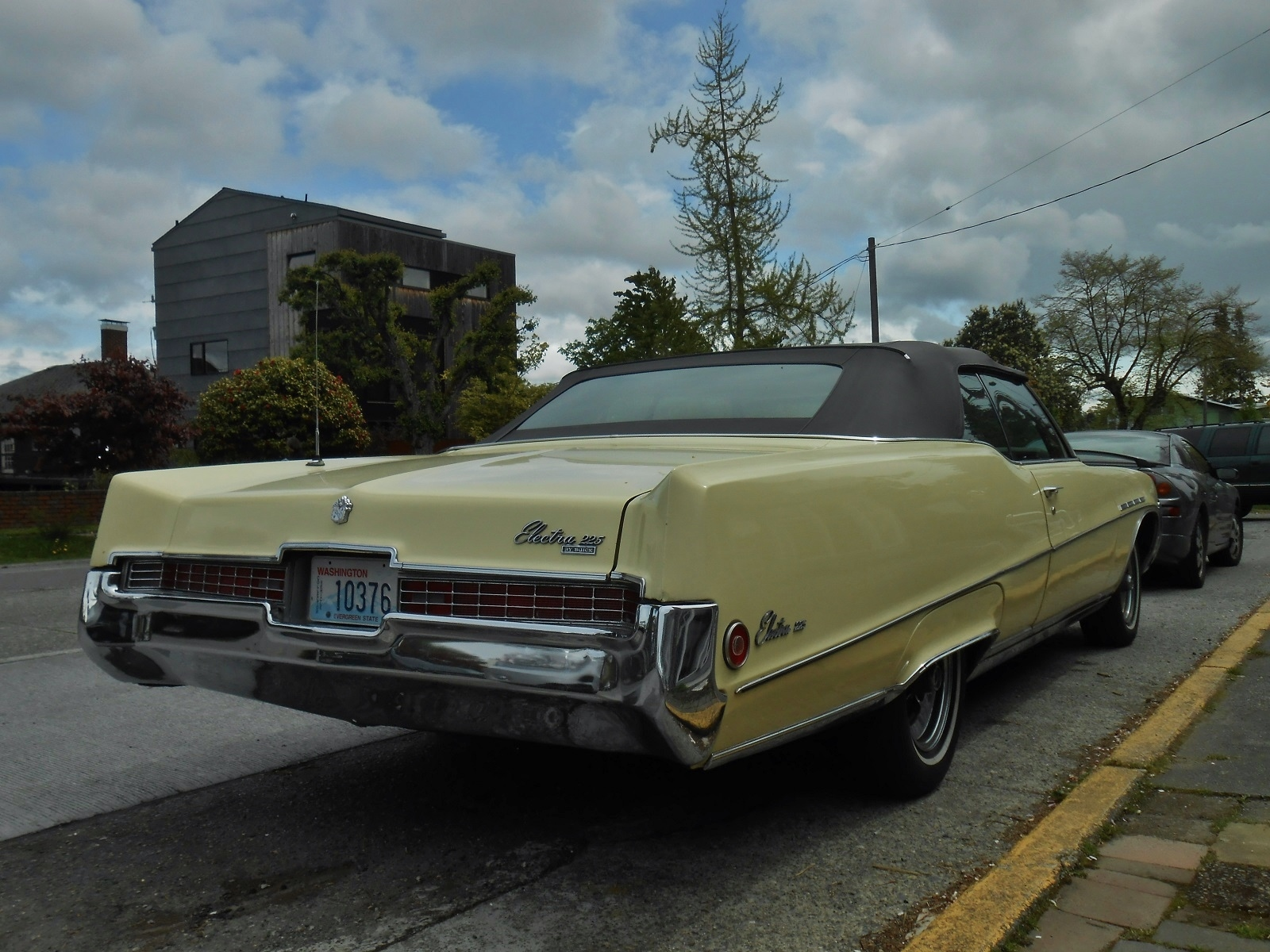 Seattles Parked Cars 1969 Buick Electra 225 Convertible 1961 Tuesday July 22 2014