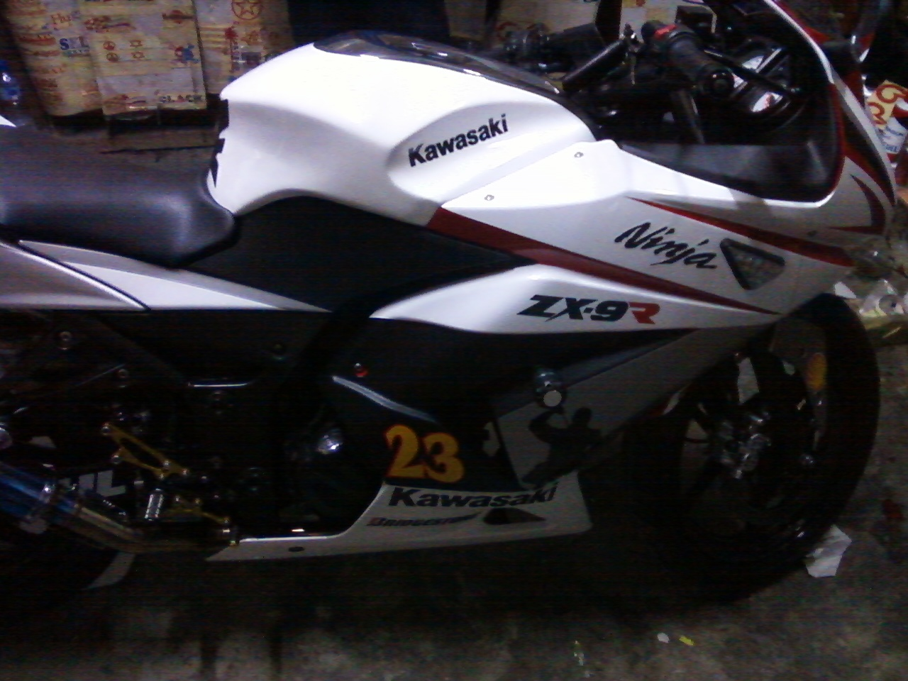 Ninja 250 Putih Cutting Sticker http://yosefcuttingsticker.blogspot.com/2011/07/cutting-sticker-ninja-250-merah-bro.html