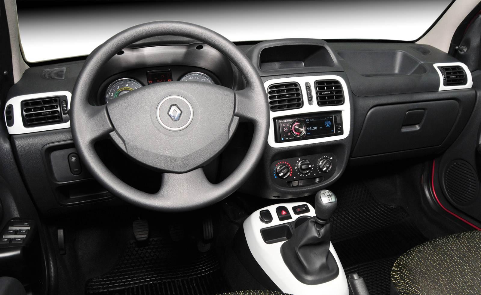 Renault fluence gt e clio premiados pela motor show car for Renault clio 2 interieur