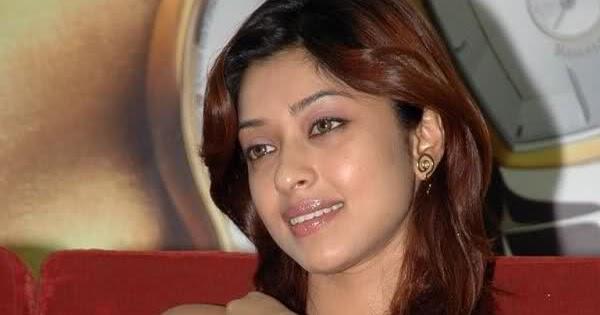 Payal Ghosh South Indian Actress Wardrobe Malfunction ...