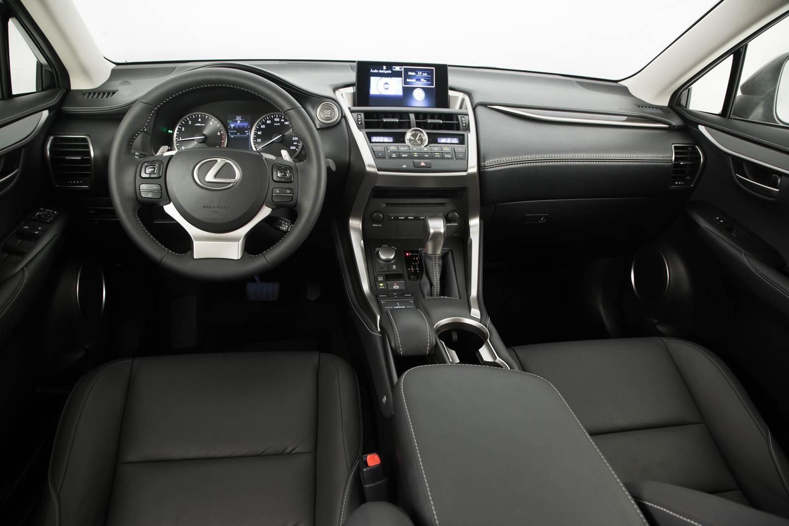 Lexus NX 200t - painel