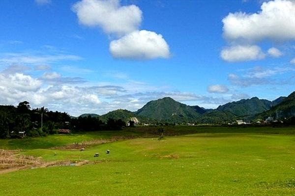 Danau Tarusan Kamang, ketika air surut dan danau berubah menjadi padang rumput. ZonaAero