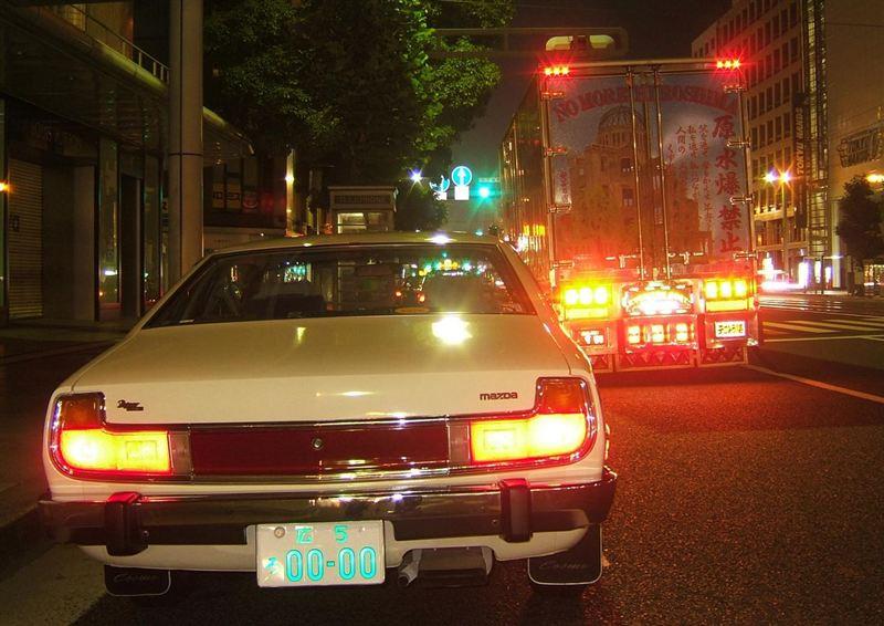 Mazda Cosmo AP, nocna fotografia, samochody nocą, auta po zmroku, wieczorem, mrok, japońskie, motoryzacja, JDM, tuning, zdjęcia, photos, at night, cars, photography