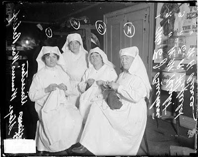 Members of the Women's War Relief Association