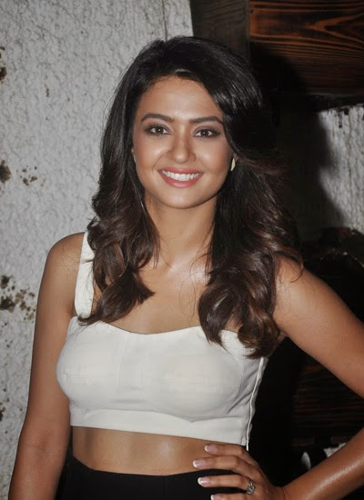 Surveen Chawla at the screening of  Hate Story 2