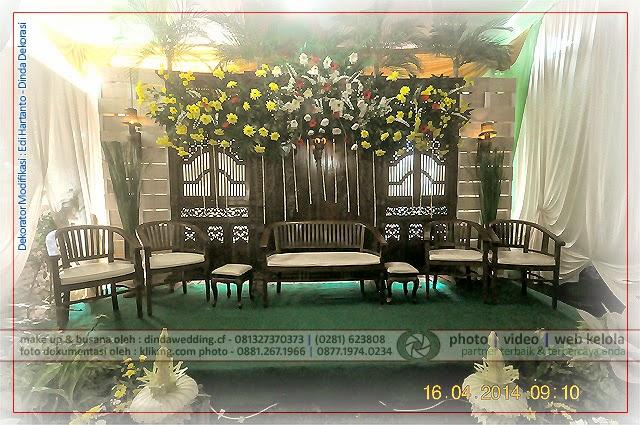 Contoh Dekorasi Pelaminan - Gebyok Modifikasi dengan Piranti Pendukung Interior Pesta Pernikahan DINDA Dekorasi & Rias Pengantin