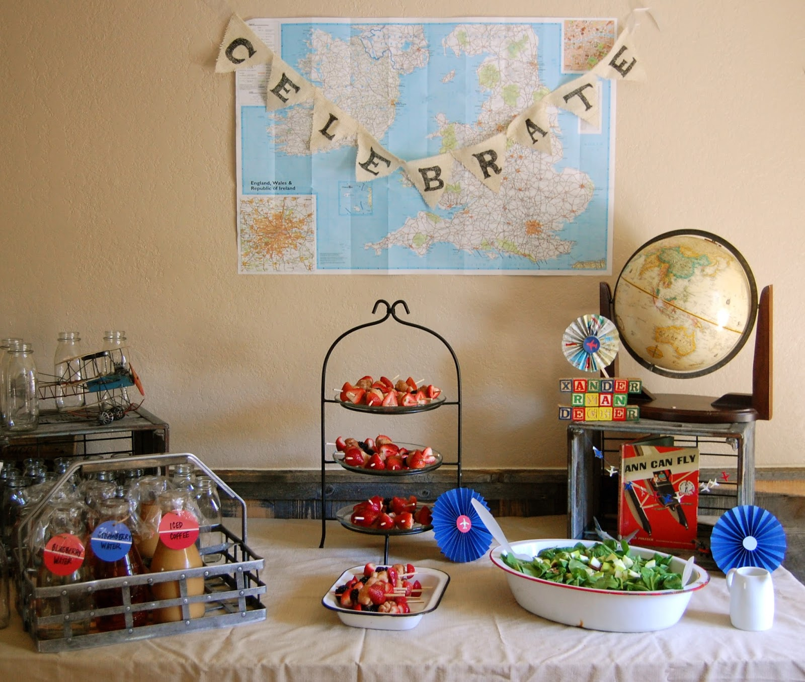 31 cool baby shower ideas for boys table decorating ideas for Airplane baby shower decoration ideas