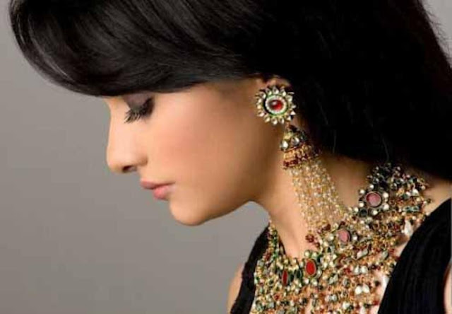 How to select and wear a Jhumka