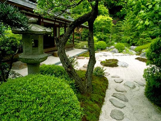 Japanese garden designs for small spaces ayanahouse for Japanese garden designs for small gardens