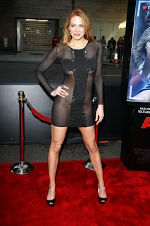 Maitlan Ward – Went To A Movie Premiere Without Panties