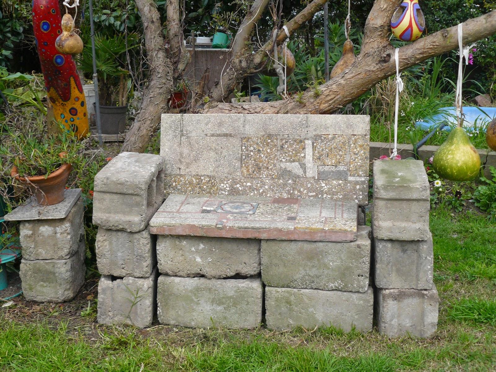 El jard n de emi sill n de piedra - Bancos de piedra para jardin ...
