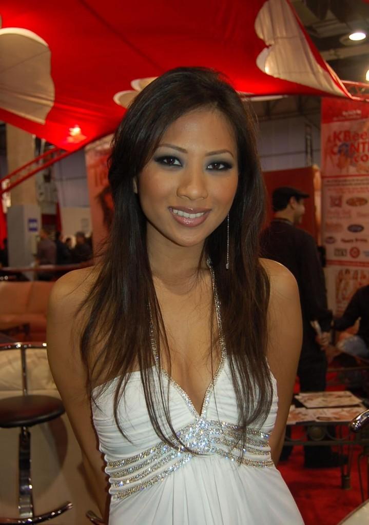 Tiffany Six: Jade Marcela, estrela pornô do momento lança