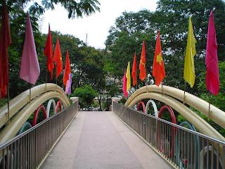 Banderas del parque Hoang Van Thu. Ciudad de Ho Chi Minh (Vietnam)